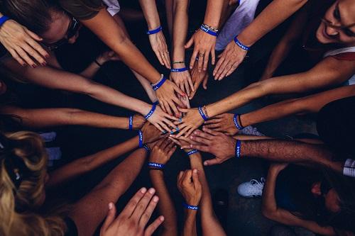 hand-huddle